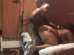 BLACK MATURE WOMAN WITH BIG ASS FUCKED IN DOGGYSTYLE