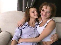 Amateur teens threesome