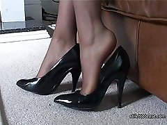 You know how it feels when you see a nice high heeled lady because the sight, the sound and the sensation of her heels just gets you going every time and you can't stop yourself! Toni always likes it when the onrush of your feeling makes you look at her and say her name out loud