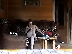 Unsuspecting naked mom gets caught on tape
