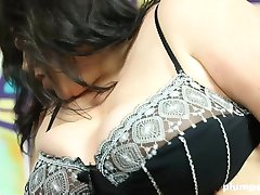 Plumperd.com Face-sitting and smothering with Viktorie