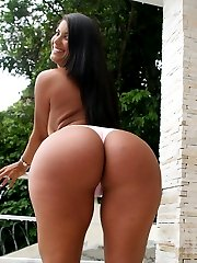 This hottie gets that fine phat and juicy ass all creamed up on in these hot pics
