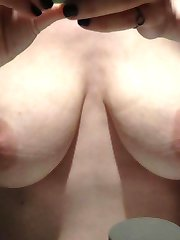 MILF flashes huge breasts and pussy on cam
