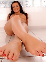 She strokes a dildo with those glorious feet