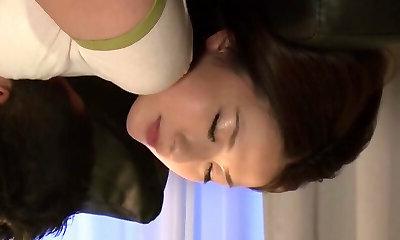 Reife MILF Noeru Mitsushima lässt ihre haarige Fotze arbeiten