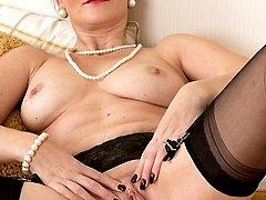 Older wife Huntingtdon Smyth naked in stockings.