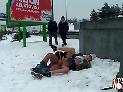 Guy and his GF are enjoying sex in public park and don't mind the weather.