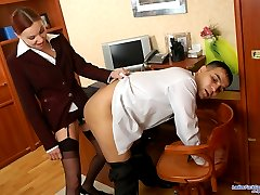 Voluptuous secretary with strap-on opening guy�s butthole at lunch break