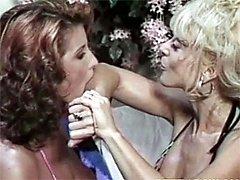 2 retro lesbians licking