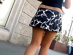 Bouncing skirt up clip