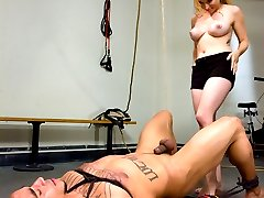 Miss Aiden Starr is no stranger to the gym and when this guy hits on her she has no trouble turning the tables and showing him what a hard workout really is.  After a gruleing round of him being made to exercise and very hot ass invasion by the sulty dominatrix, she finishes our gym rat off with hard core sex and a painfuly denied orgasm.