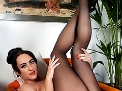 Hot brunette Chloe really knows how to wear a pair of pantyhose!