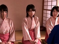 Väike femdom Jaapani kimono babes hüpata kutt