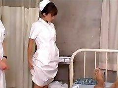 Estudiante japonesa de Enfermeras de la Formación y la Práctica