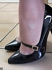 Bang-out up your fetish with our very own Dr Holly, she knows exactly why nymphs boots turn you on and what they do to you