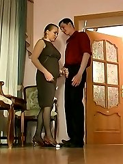 Awesome mature chick is about to give new fucking sensation to her worker
