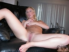 Blonde Amateur Babe Nude In The Douche - Rachael Model
