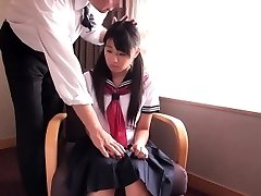 Apró japán iskoláslány szar üzletember