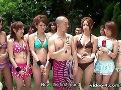bikinis lányokat buliznak, a medence - avidolz
