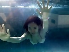 tini Ázsiai Lány Szexi Bikini egy Medence