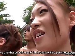 Ázsiai csajok kap ujjú a medence