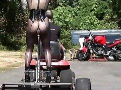 Traveling butt plow