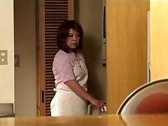 Nonna giapponese si scopa un giovane adolescente