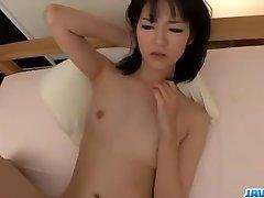 Ruri Okino cerca di cazzo in bocca e nella sua figa