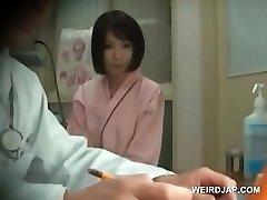 Redhead Asya güzellik alır göğüsler doktor kontrol
