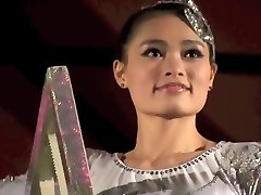BEAUTIFUL CHINESE BEAUTY PERFORMING DEATH DEFYING STUNT