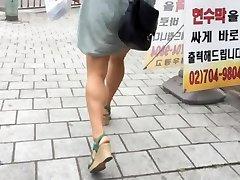 Kortkort Trappor: Heta Asiatiska Med Stora Bröst