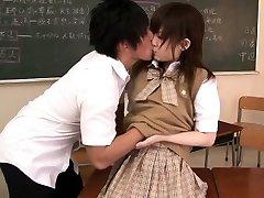 petite asiatice școlăriță a bătut în clasă
