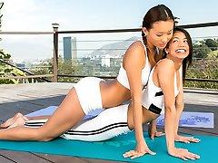 Yoga-mit zwei hotties