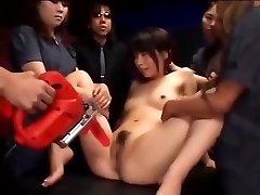 Japonaise salope obtient sa chatte stimulé jusqu'à ce qu'elle éjacule