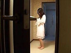 Mère japonaise baise son fils-s ami -non censuré (MrNo)