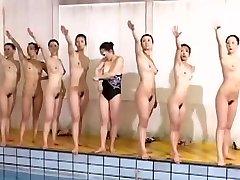 Ausgezeichnete Schwimm-team sieht toll aus, ohne Kleidung