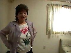 65 Asya Büyükanne Banyo