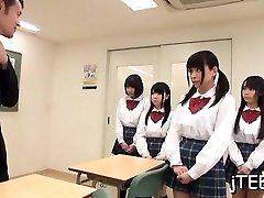 kupla maksts no skolniece laizīja padara viņas skaļi spiegt