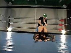 Tetona peluda Jap golpeó en un ring de lucha libre