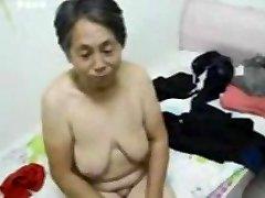 Asiatische Oma zieh dich nach dem sex