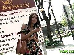 tuk tuk patrol - seksi tajsko dekle, se na veliki beli petelin