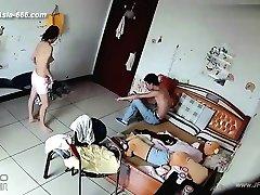 A hackerek használja a fényképezőgépet, hogy a távoli monitoring szerető családi élete.38