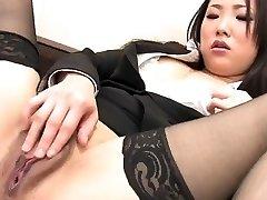 j15 secretar japonez degetele pasarica ei
