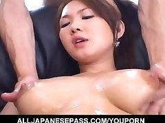 Busty Asian lutka počuti želijo, da vraga