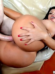 In this weeks Assparade update we have the beautiful Angelina and with her she brings her gigantic ASS