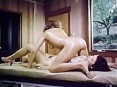 Oily retro dame-dame massage