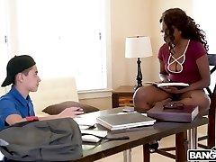 Hot Ebony Daya Knight Boinks With Teen