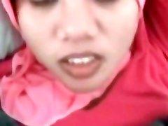 Adolescente indonésienne de Ménage en Essayant Bite Blanche Première Fois