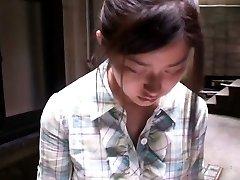 Adorable chica asiática obtiene filmado por voyeurs