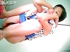 japanese girls go to toilet.26